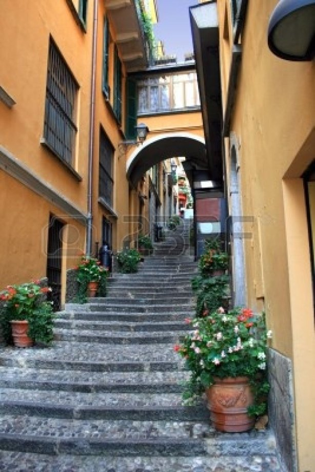 3635972-a-narrow-alleyway-at-the-town-of-bellagio-lake-como-italy