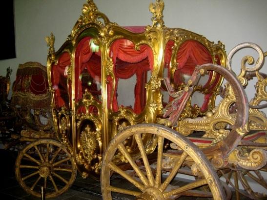 Teh-Gold-Room
